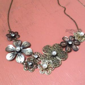 👛5/$30👛 Pretty flower necklace